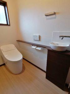 【トイレリフォーム】空間を広げて快適トイレに!便利なニッチ棚つき♪